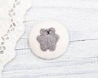 Брошка ручной работы Медвежонок на белом войлоке, фото 1