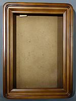 Киот для иконы из ольхи с закругленными углами, с деревянным багетом.