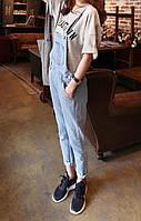Светлый джинсовый комбинезон
