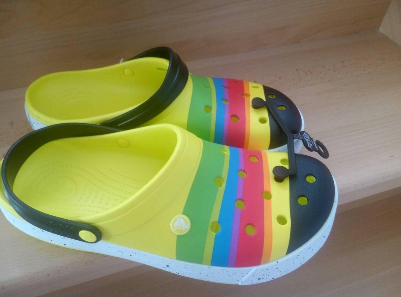 Яркая летняя модель crocs crocband