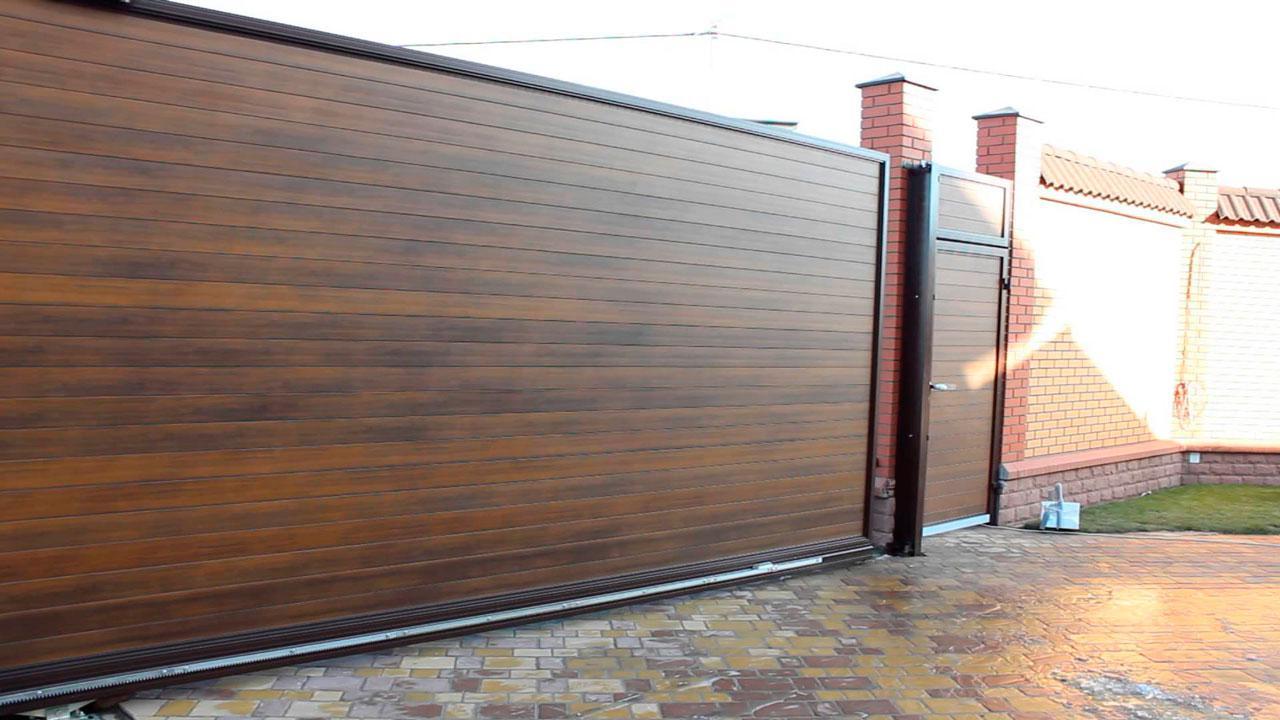 Відкатні ворота 3000х2000 з заповненням сендвіч-панелями