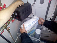 Процесс сервисного обслуживания солебака. В подошедшие сроки произведена загрузка таблетированной соли. Она служит для регенерации засыпного фильтра основной очистки