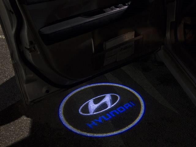 Подсветка логотипа авто на двери Hyundai