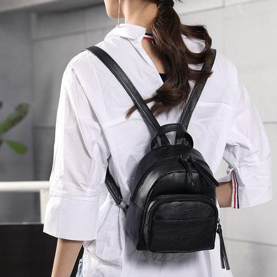 Маленький чорний рюкзак