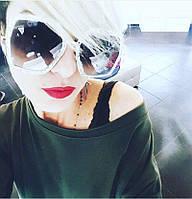 Крупные солнцезащитные очки с блестками...