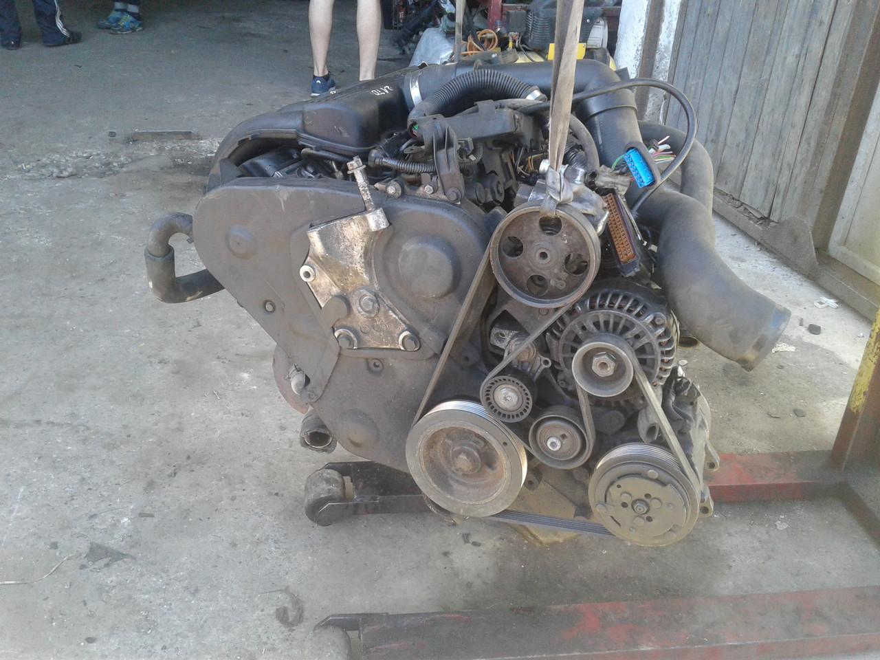 Двигун для Peugeot 406 2.1