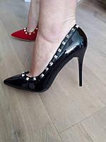 Черные  женские туфли в стиле Валентино с шипами, фото 1