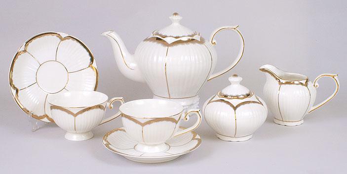 Набор 15 предметов: 6 чашек + 6 блюдец + чайник + молочник + сахарница 222-520