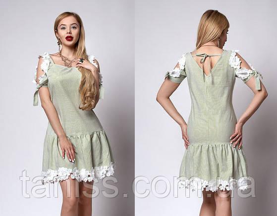 Летнее молодежное платье из льна, плечи открытые, украшено кружевом макраме р.44,46,48 зеленое (565)