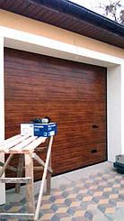 Секционные ворота Алютех Классик с торсионными пружинами для частных гаражей. Стандартный тип монтажа. Управление автоматическое.