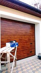 Гаражные секционные ворота Алютех с автоматикой CAME VER. Оборудованы ригельным замком с нажимной ручкой (отсутствует отдельный вход в гараж).