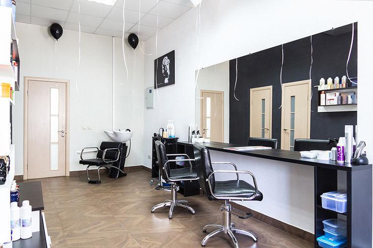 Зеркала для парикмахерских и салонов красоты на стену