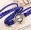 Часы на руку с клепками на многослойном синем браслете, фото 2