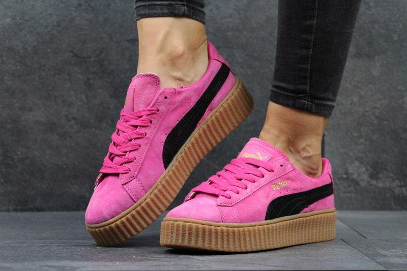 931a0280 Женские кроссовки в стиле Puma Rihanna, из натуральной замши, розовые /  криперы женские Пума