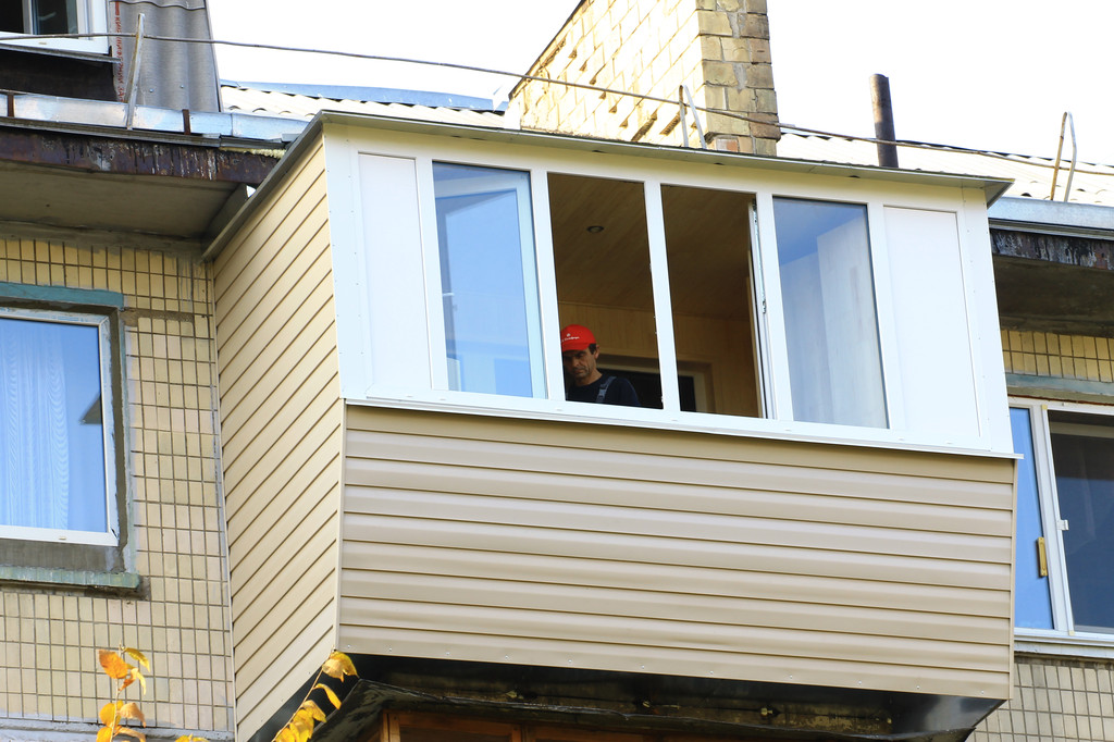 Так выглядит балкон снаружи.