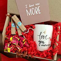 Недорогой подарок любимой девушке I Love You More на день рождения и годовщину