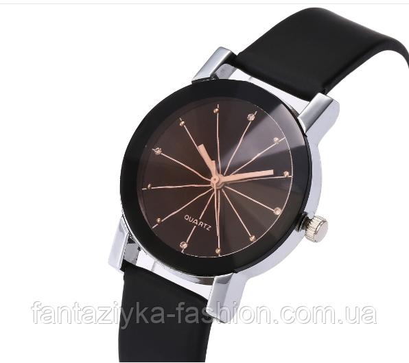 Часы наручные женские черные с граненным стеклом