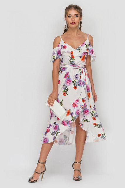 Женское летнее платье сарафан на тонких бретелях на запах ниже колена