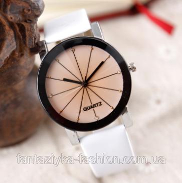 Часы наручные женские белые с граненным стеклом
