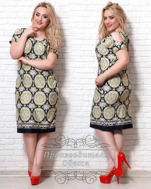 Платье больших размеров 48+ с открытыми плечами, абстрактным принтом арт 209/3-126