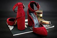 Замшевые красные босоножки на каблуке с закрытым носком