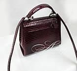 """Жіноча бордова сумка LAURA зі шкіри з тисненням """"крокодил"""", фото 4"""