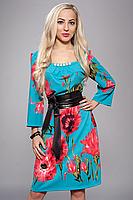 Платье с цветами и кожаным поясом