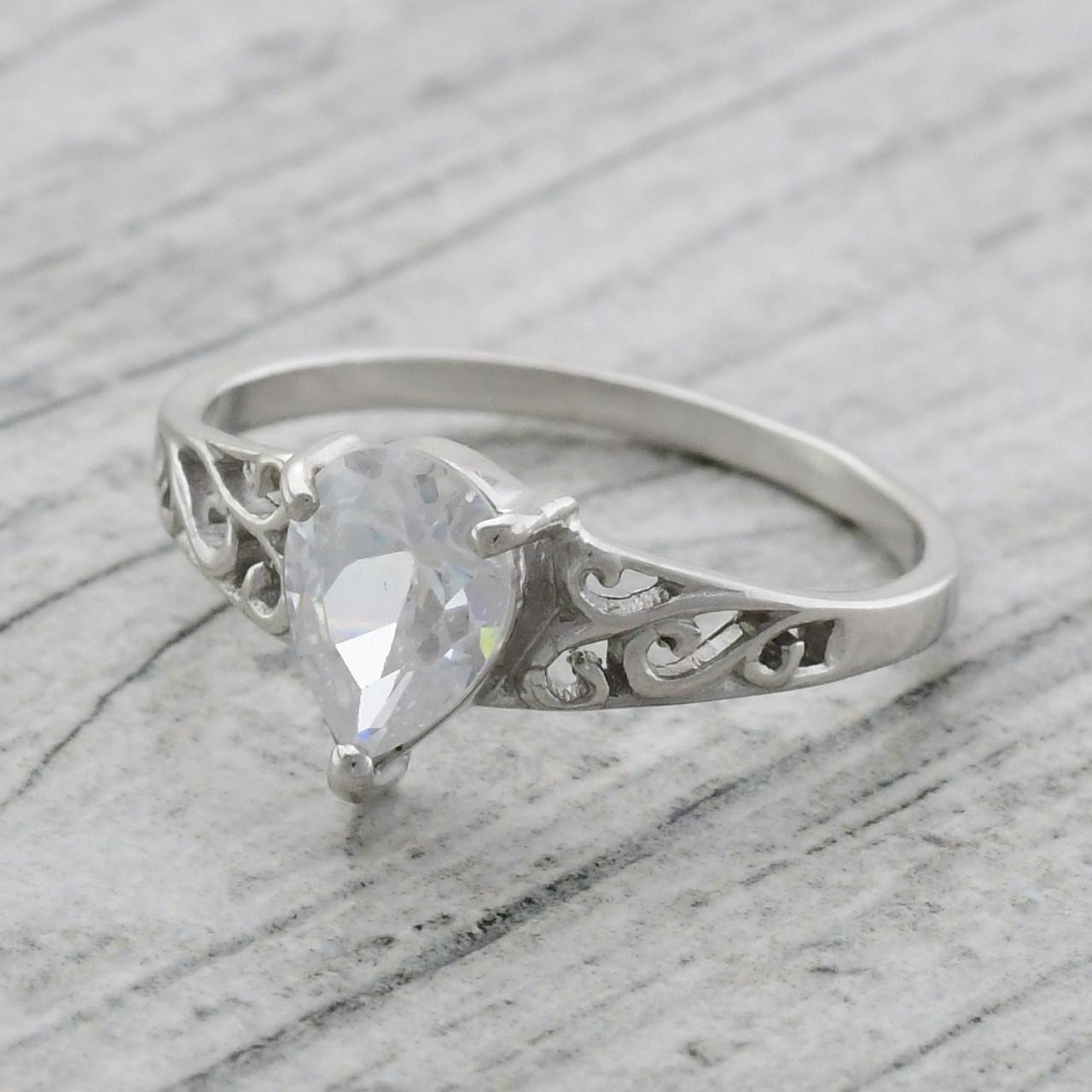 """Серебряное кольцо """"Сабина"""", вставка белые фианиты, вес 2.11 г, размер 16"""