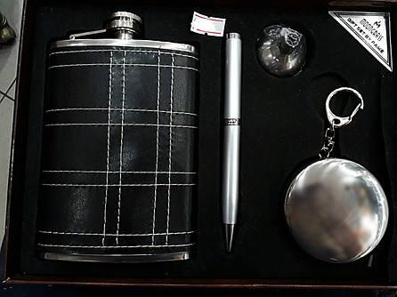 Набор фляга из нержавеющей стали, стакан, ручка и лейка