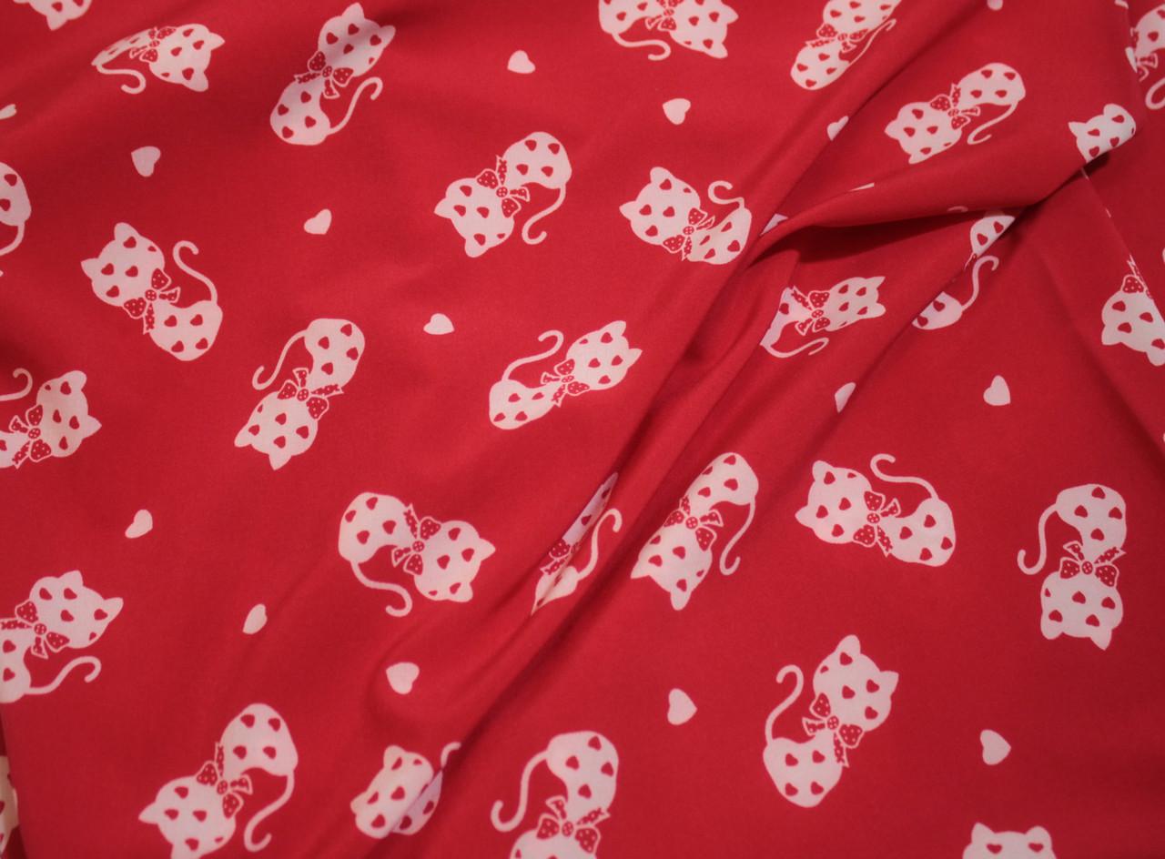 Ткань супер софт принт кошечки на красном (режем от 10 метров)