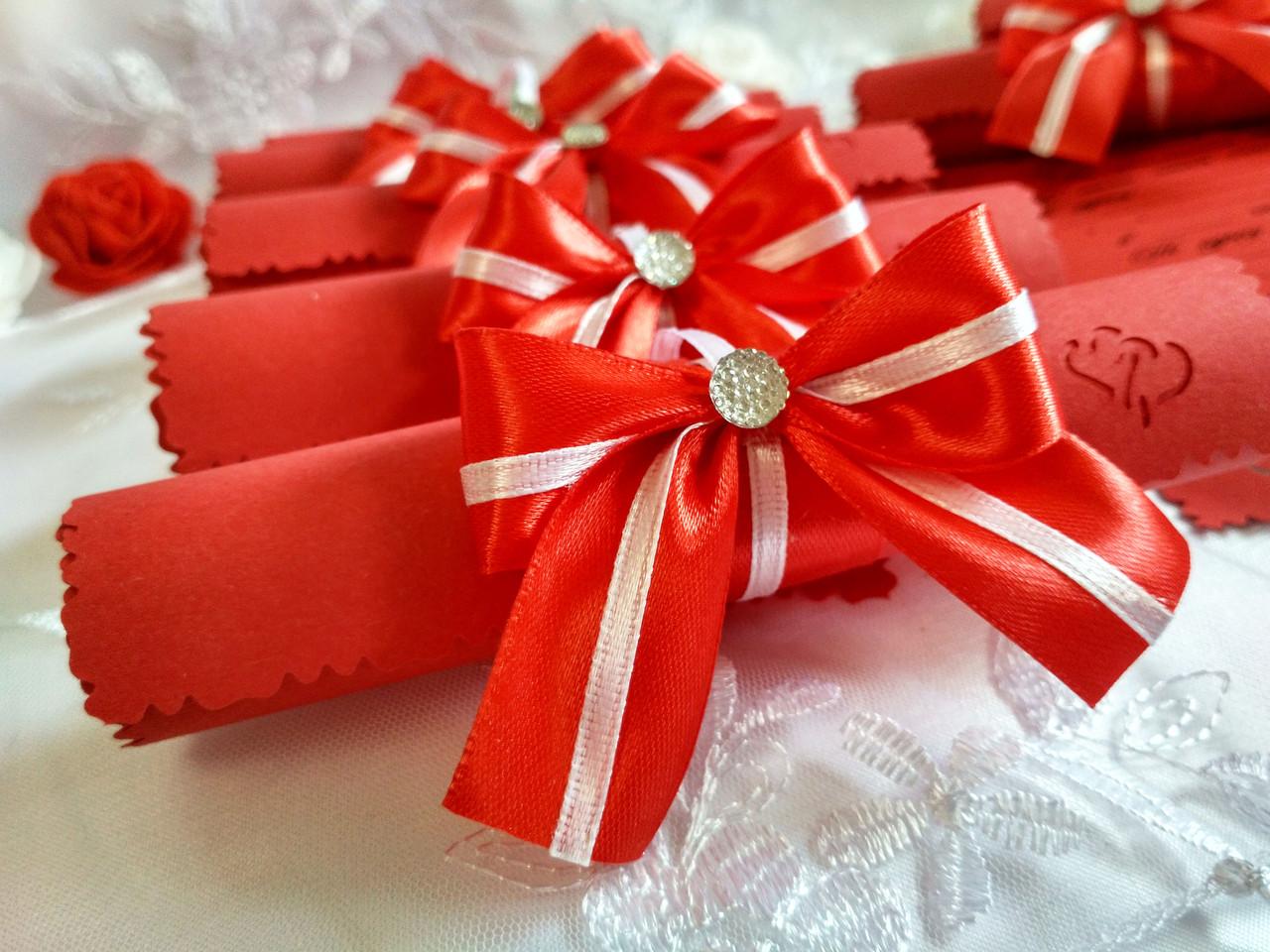 Пригласительные на свадьбу в свитках Bow (красно-белые)