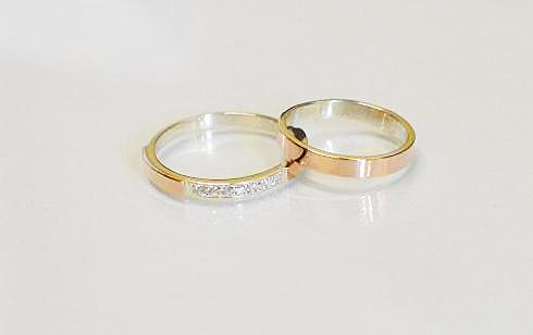 ee773af2c1da Серебряные обручальные кольца с накладками золота (052кОбр1) Пара ...