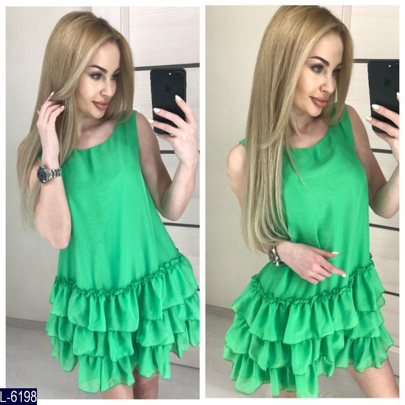 Зеленое платье с воланами