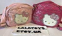 Детская сумочка Hello Kitty Хелло Китти регулируемая ручка 2 вида малиновая, розовая