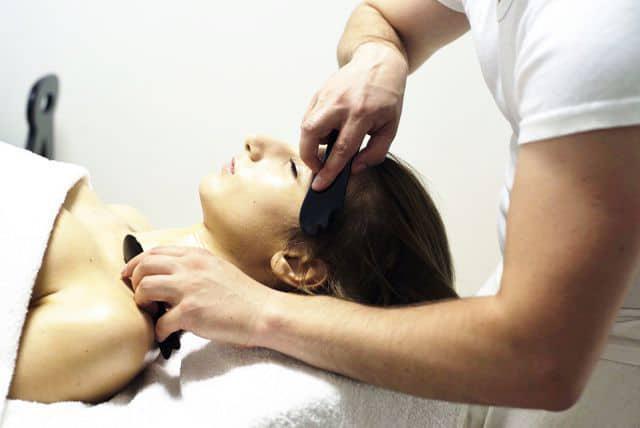 Китайский массаж ГуаШа лица