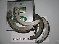 Колодки задние барабанные Skoda Octavia 96-  1J0698525B