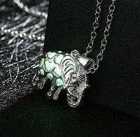 Кулон слоник, светится в темноте зеленым