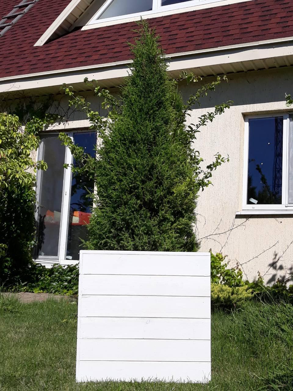 Кадка,ящик для цветов деревянный в белом цвете, пластиковый горшок под цветы.