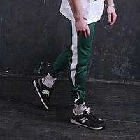Мужские спортивные штаны зеленые с белой полосой бренд ТУР модель Рокки