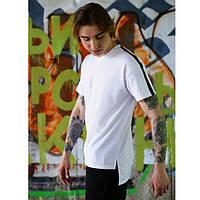 Удлиненная футболка белая мужская Hitman с полосой