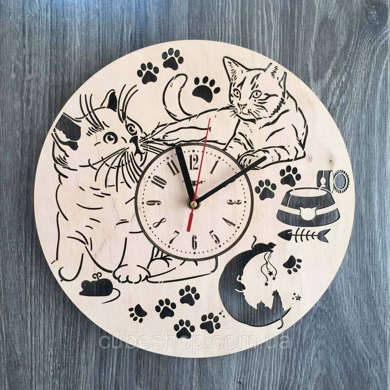 """Деревянные настенные часы """"Пушистые котики"""""""