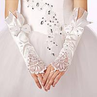Нарядные свадебные митенки (перчатки без пальцев) белого цвета, с бантами, кружевом и стразами.