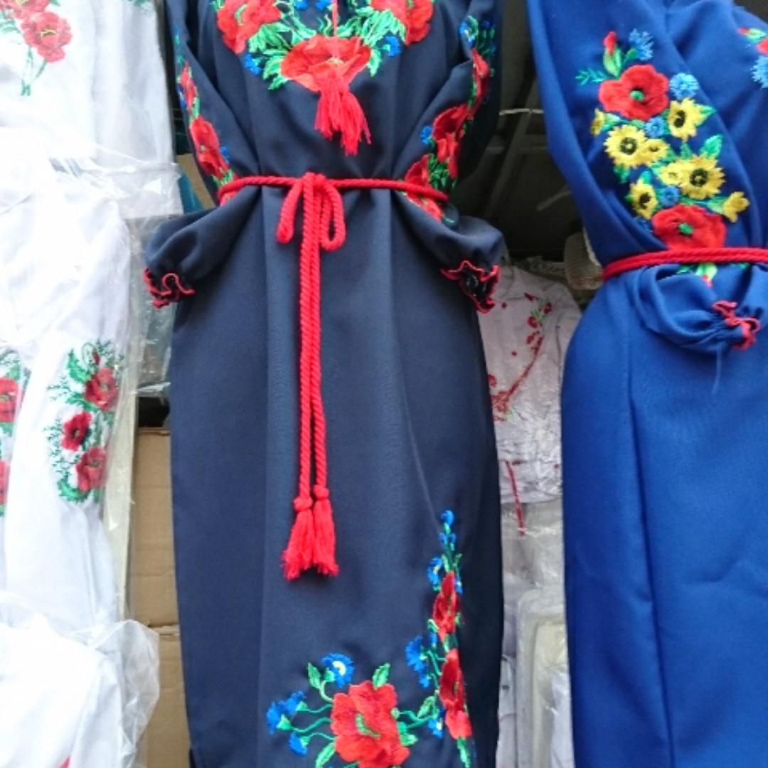 Стильное вышитое платье Маки