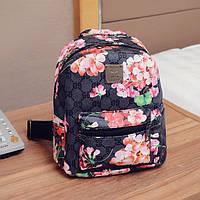 Черный рюкзак с принтом цветов в стиле Гуччи