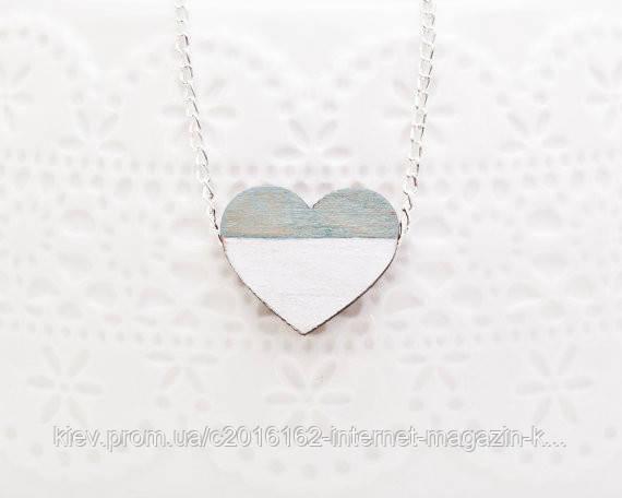 Кулончик ручной работы Сердце бело-голубой дерево