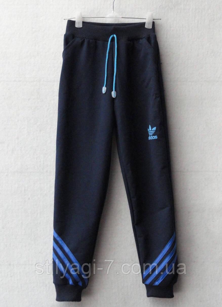 Спортивные штаны для мальчика на 3-7 лет синего цвета Adidas оптом