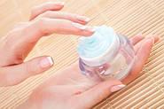 Крема для ногтей.