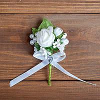 Свадебная бутоньерка с белой розой