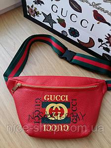Сумка на пояс бананка Gucci красная