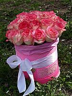 Букет роз 19 штук в розовой коробке